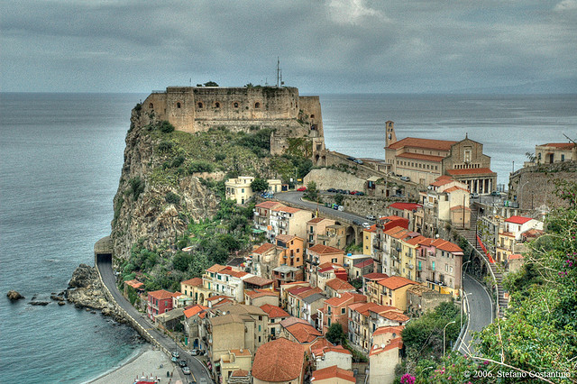Buy a house in Tropea in the resort area
